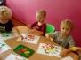 Grupa 2 - zabawy plastyczne gąbką i farbą
