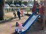 Wizyta na placu zabaw w słoneczny dzień